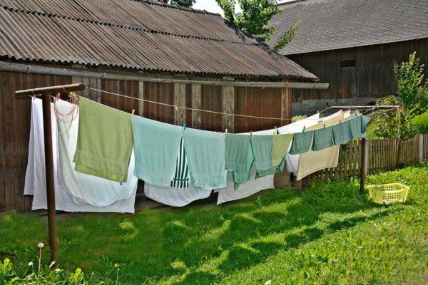 Wäsche trocknet im Wind